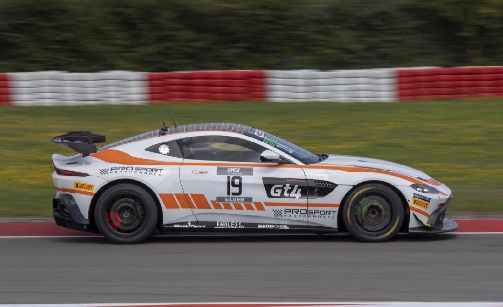 2x Aston Martin Vantage Amr Gt4 Gt4 European Series
